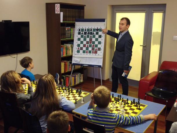IM Michał Luch przeprowadził wykład w ramach 2 sesji Grodziskiej Akademii szachowej.